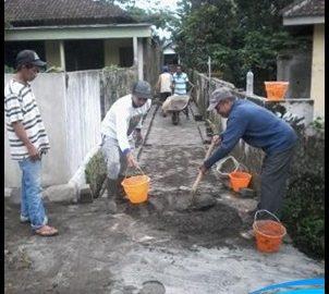 Warga Dusun Tegalgondo Kerja Bakti Bangun Jalan desa