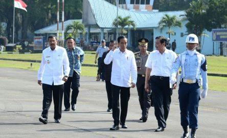 [12:53, 11/24/2017] +62 812-6436-3740: Sambangi Tapanuli Utara, Presiden Resmikan Terminal Bandara Internasional Silangit