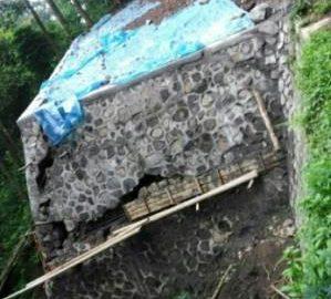 Proyek Siluman di Area Jalan Gunung Gumitir Amblas