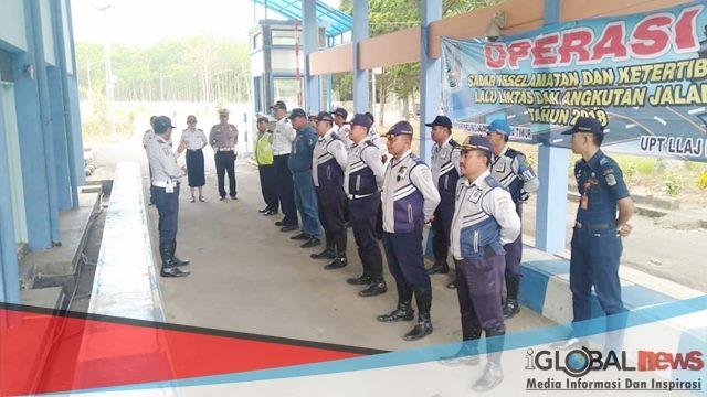 Foto: Beberapa anggota Dishub dengan Satlantas Polsek Kalibaru saat upacara sebelum melakukan operasi.
