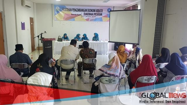 Photo pelatihan pengembangan ekonomi kreatif daerah pesisir di Wisma PMI Aceh, Ajun, Kecamatan Peukan Bada, Aceh Besar, Rabu (3/10/2018).