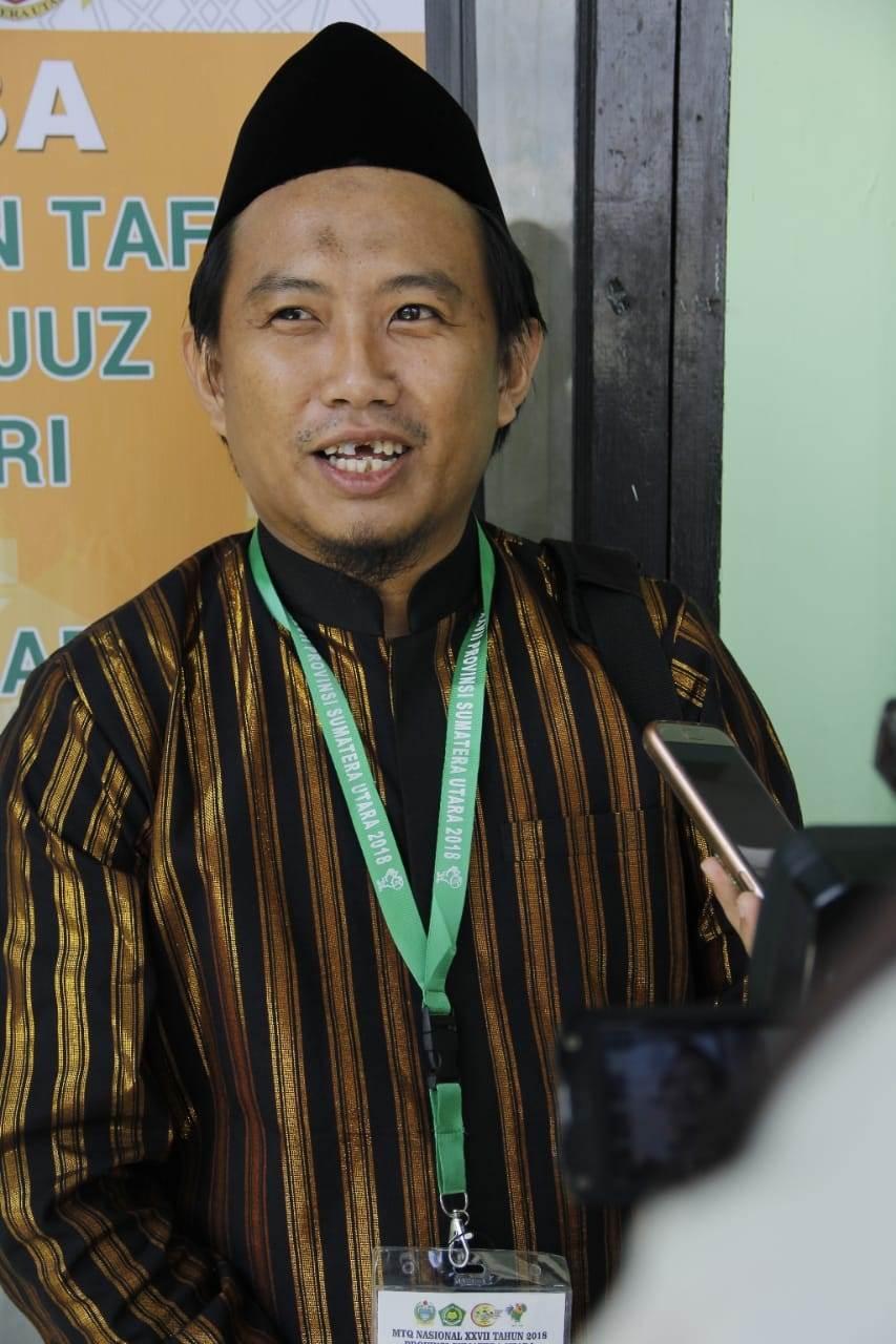 Foto: Ibnu Yusufsaat diwawancarai usai penampilannya dalam MTQ Nasional Cabang 30 Juz danTafsir Bahasa Arab di Asrama Haji Aula Quba.