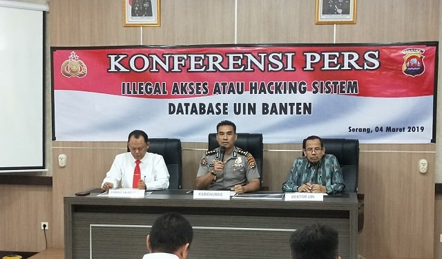 Photo konferensi pers di Aula Bidhumas Polda Banten, Senin (04/03/2019).