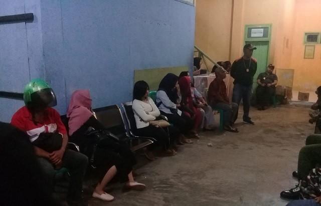 Photo Pasangan yang bukan suami istri saat berada di Kantor Satpol PP Kota Padangsidimpuan