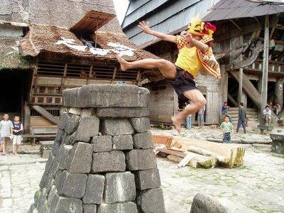 Asal Mula Fahombo Atau Lompat Batu Di Nias Iglobalnews