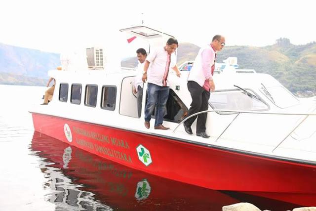 Bupati Taput Melakukan Pemeriksaan dan Uji Coba Boat Puskesmas Keliling.