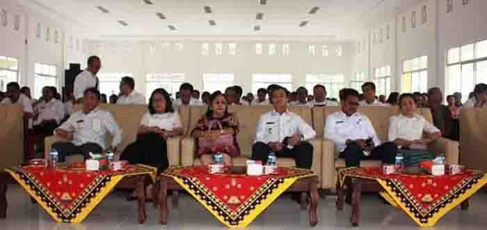 Foto pelaksanaan syukuran Gedung Kantor Bupati Nias Utara yang dilaksanakan di Aula Kantor Bupati Fadoro Fulolo