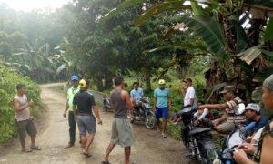 Protes Jalan Rusak, Puluhan Warga Desa Sifalaete Hadang Dum Truck