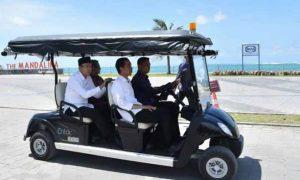 Photo: Jokowi didampingi Gubernur NTB, TGB. Zainul Majdi saat resmikan Kawasan Ekonomi Khusus Mandalika