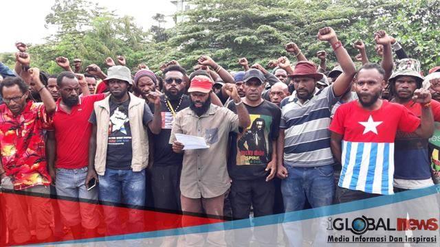 Photo ketum KNPB pusat bersama seluruh anggota saat menyampaikan isi kongres II KNPB, (resty).