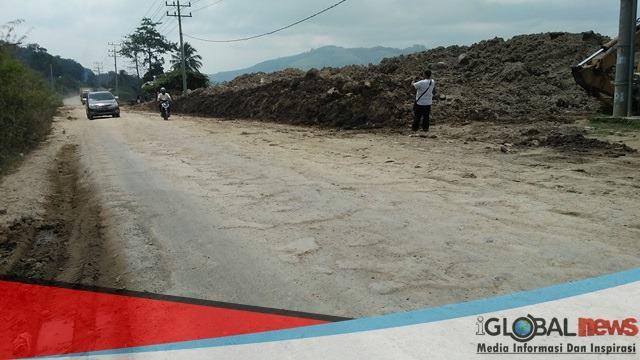 Foto: Daerah pengerukan dan timbunan yang direncanakan untuk pembangunan Gudang Sabun di jalan Bypas Kota Padangsidimpuan.