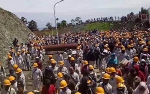Foto: Karyawan Kawasan PT Indonesia Morowali Imdustrial Park (IMIP).