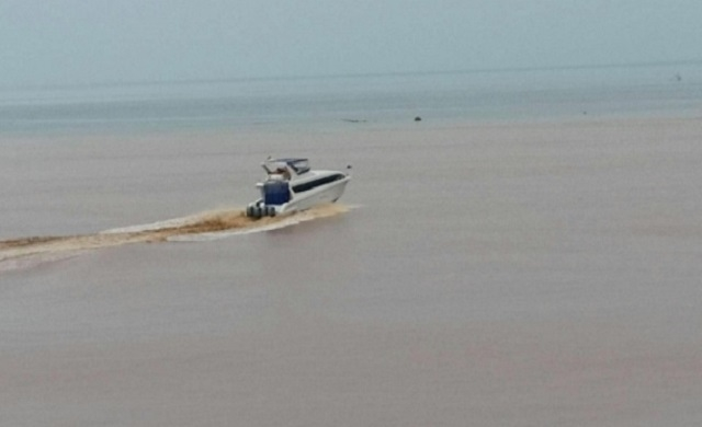 Photo Speedboat PT Wanxiang saat evakuasi Ibu hamil dan balita (korban banjir).