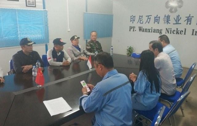Photo Bupati morowali saat berkoordinasi dengan PT Wanxiang Nickel Indonesia untuk penaganan banjir di desa binaan
