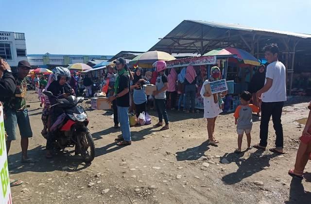 Photo : Forel saat melakukan penggalangan dana di pasar rakyat bahodopi untuk korban bencana alam Toili Kabupaten Banggai minggu (28/7/2019).