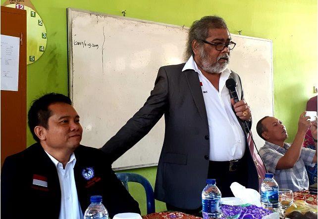 Arist Merdeka Sirait Ketua Umum Komnas Perlindungan Anak dan Dhanang Sasongko Sekjen  Komnas Perlindungan  sosialisasi Gerakan Perlindungan Anak berbasis Kampung..