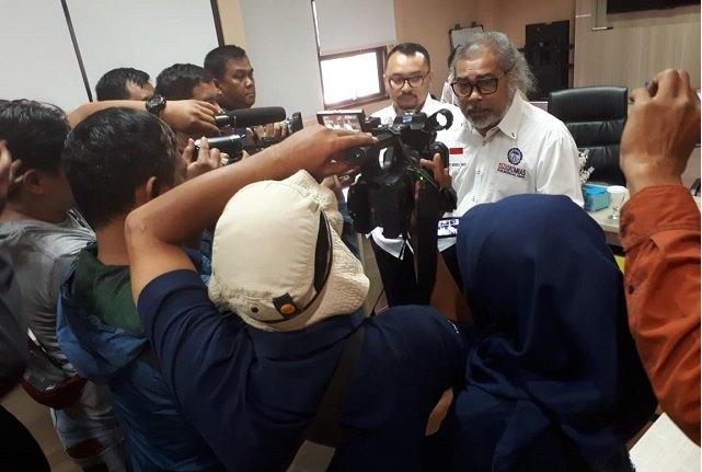 Arist Merdeka Sirait Ketua Umum Komnas Perlindungan Anak memberikan keterangan Pers.