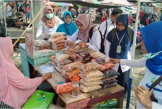 Tim jejaring saat operasi di pasar rakyat Bahodopi kecamatan Bahodopi rabu,18/12/2019