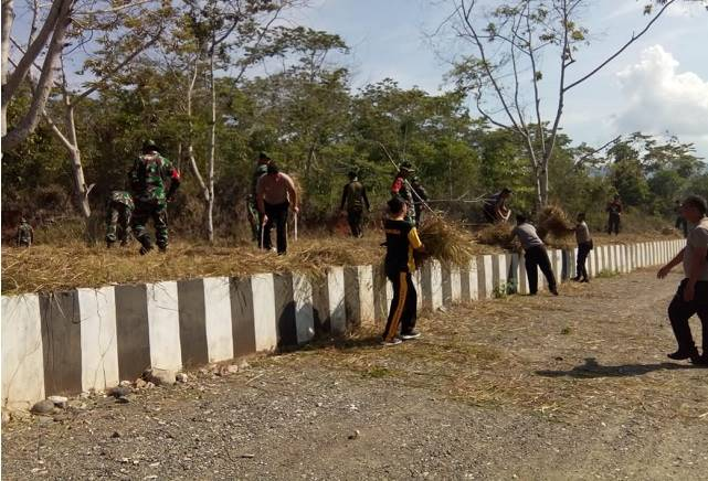 Kodim 1311 morowali saat gelar kerja bakti dalam menyambut hari juang TNI - AD ke 74