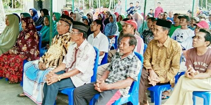 Photo Masyarakat Desa Laroue saat menghadiri reses Ketua DPRD Morowali.