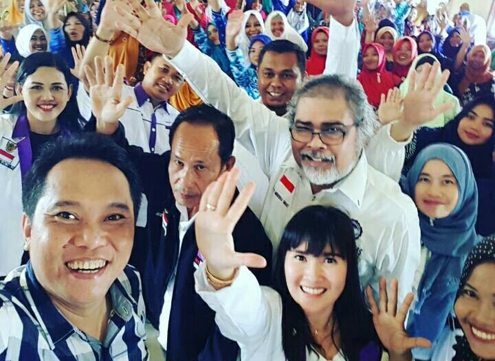 Arist Merdeka Sirait Ketua Umum KOMNAS Perlindungan Anak ditengah-tengah pegiat perlindungan Anak di Lampung