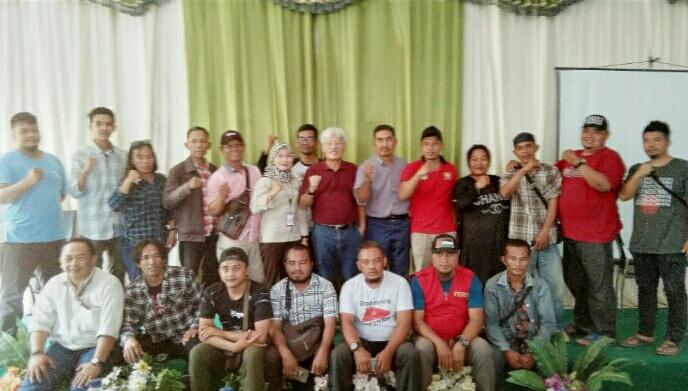Photo bersama Senior Vice Presiden IMIP bersama stap dan anggota Perstajam.
