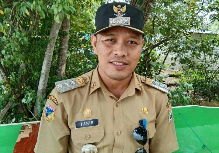 Photo Tahir SE, Camat Bahodopi.