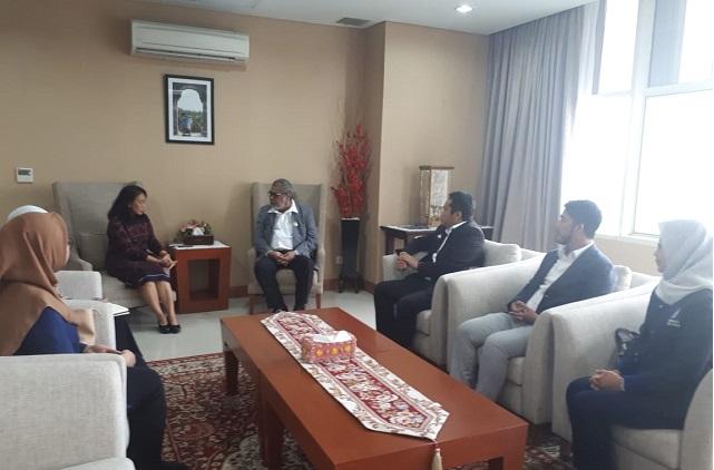 Photo Suasana keakraban terbangum dalam pertemuan dengan ibu Menteri PPPA RI. (Sumber Komnas Perlindungan Anak).