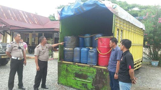 Foto: Mobil pengakut BBM selundupan diamankan di Mapolsek Bungku Tengah.