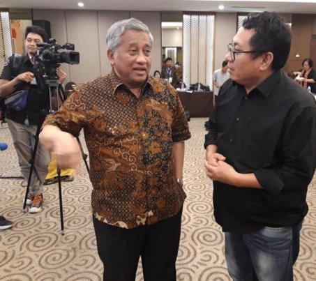 Foto: Ketua umunSMSI pusat Firdaus dan Ketua Dewan Pers Muhamad Nuh.
