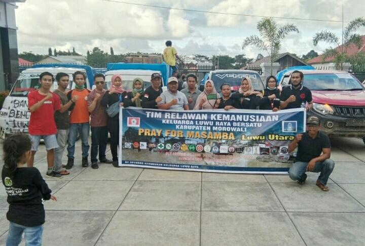 Rombongan relawan Dilepas ketua KKSS Kabupaten Morowali di Halaman Hotel Metro