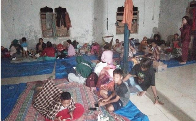 pengungsi di pondok pesantren desa Onepute Jaya.