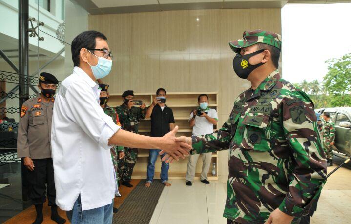 2 .Direktur Direktur operasional PT IMIP Irsan Widjaja bersama Pandam XIII Merdeka saat di IMIP