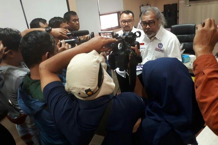 Arist Merdeka Sirait Ketua Umum KOMNAS Perlindungan Anak memberikan Keterangan Pers di Medan Kamis 10/12.