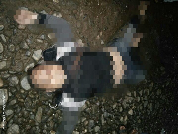 Ket poto  1.korban penikaman 2.pelaku penikaman diamankan di Mapolsek Bahodopi