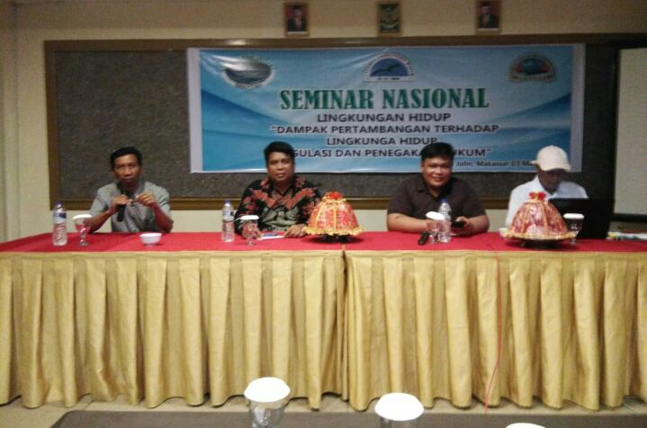 ket poto 1.CCW gelar seminar sehari di Hotel Jolin Makassar 2.Pemateri (Rusdianto SH.MH ) didampingi panitia